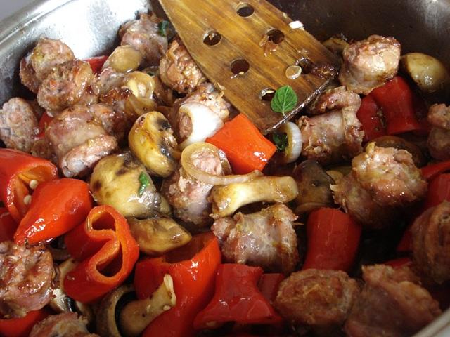 Λουκάνικο με Πιπεριές Συνταγή