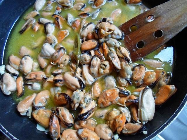 Συνταγή για Μύδια Σαγανάκι