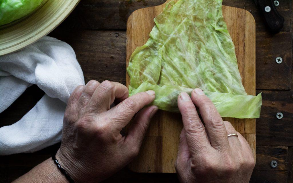 Πως τυλίγουμε τους λαχανοντολμάδες