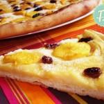 Γλυκιά Pizza με Κρέμα, Ροδάκινα και Σταφίδες