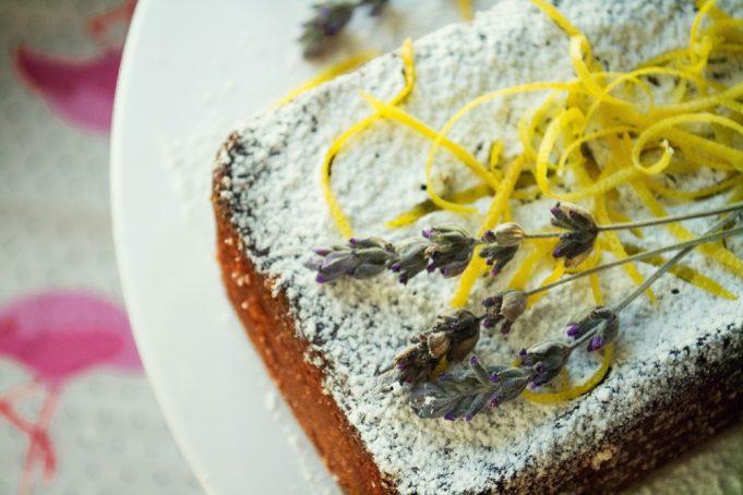 Κέικ με Λεβάντα Λεμόνι και Ελαιόλαδο