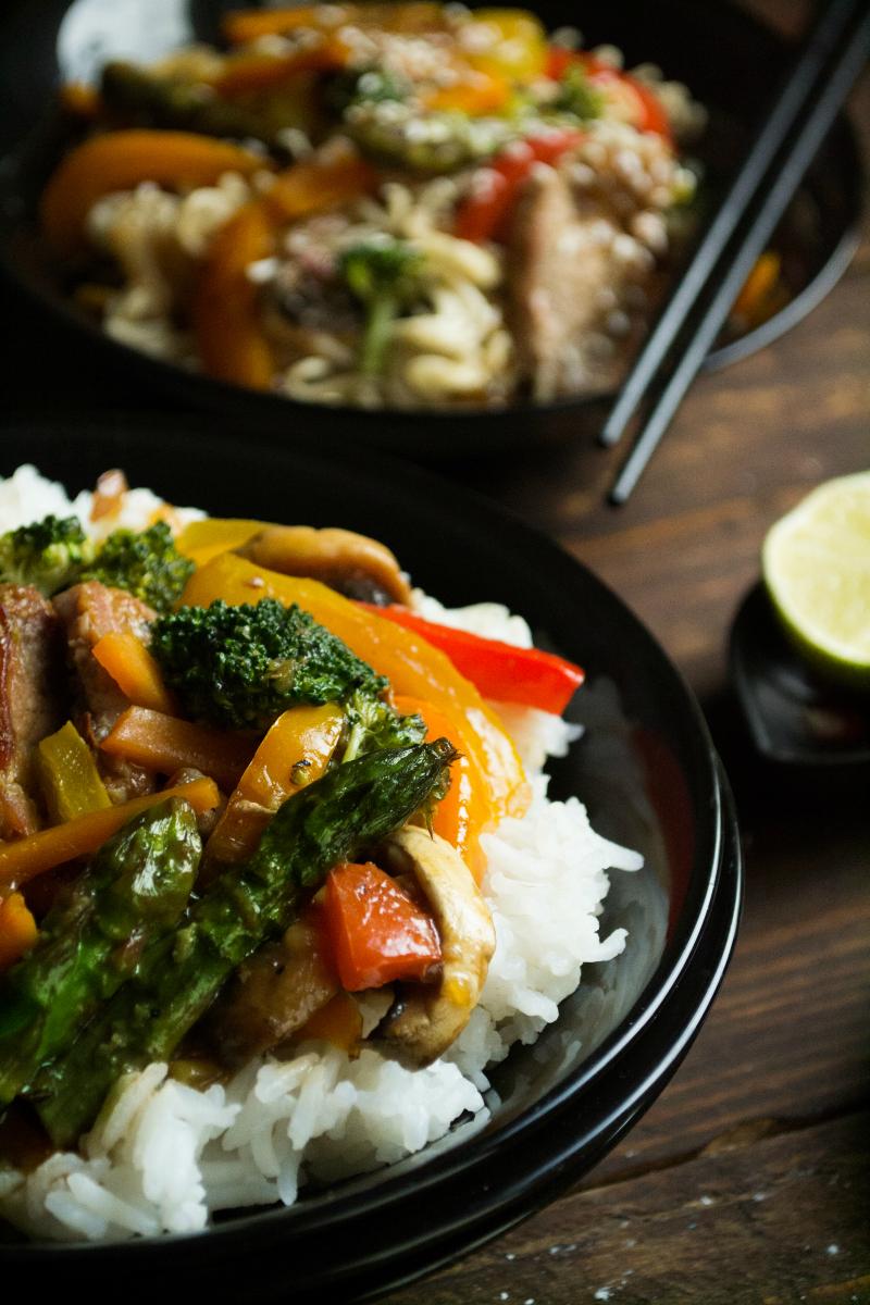 Γλυκόξινο χοιρινό με λαχανικά εποχής