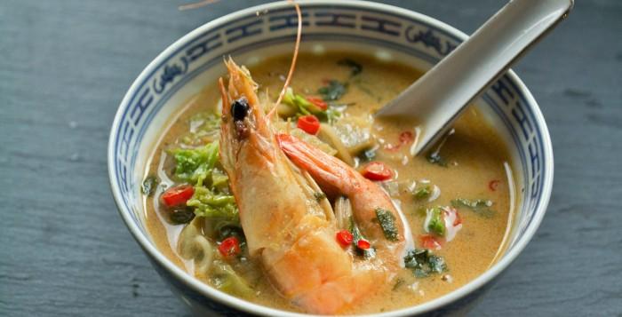 Καυτερή Σούπα με Γαρίδες, Κάρυ και Κρέμα Καρύδας
