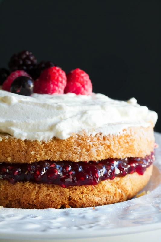 Κέικ με Μαρμελάδα Βατόμουρο