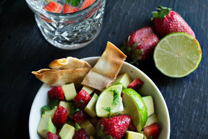 Σαλάτα με Ακτινίδιο Λάιμ και Φράουλες