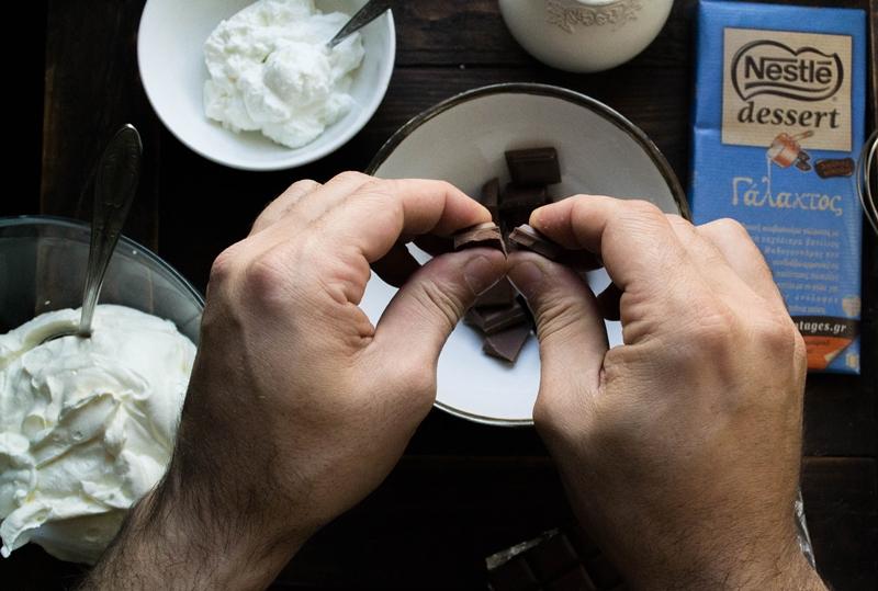 Μους Σοκολάτας glykiessyntages Nestle Dessert