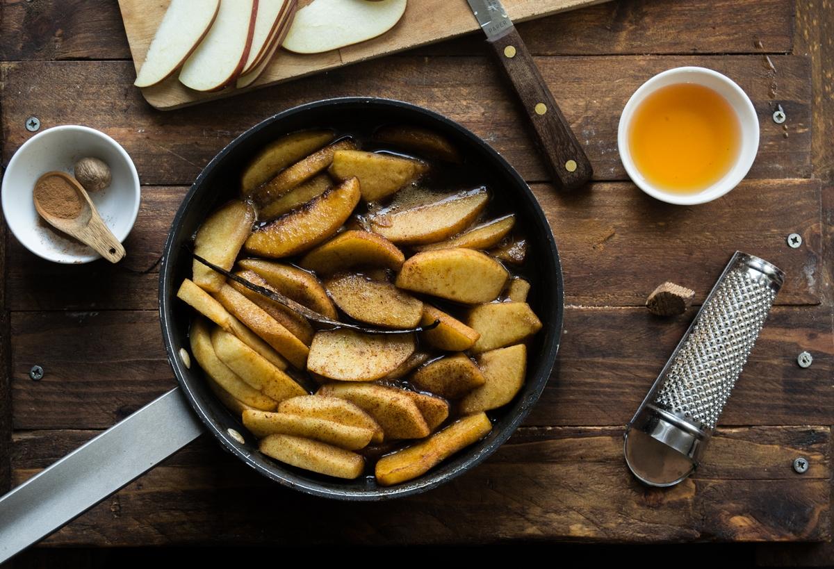 Συνταγή για Μηλόπιτα με Ρούμι
