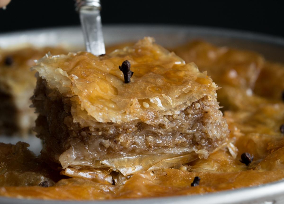 Σουσαμόπιτα Νιγρίτας Παραδοσιακή Συνταγή