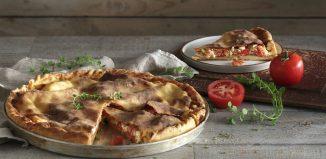Παραδοσιακή Ντοματόπιτα με Τυριά Νάξου