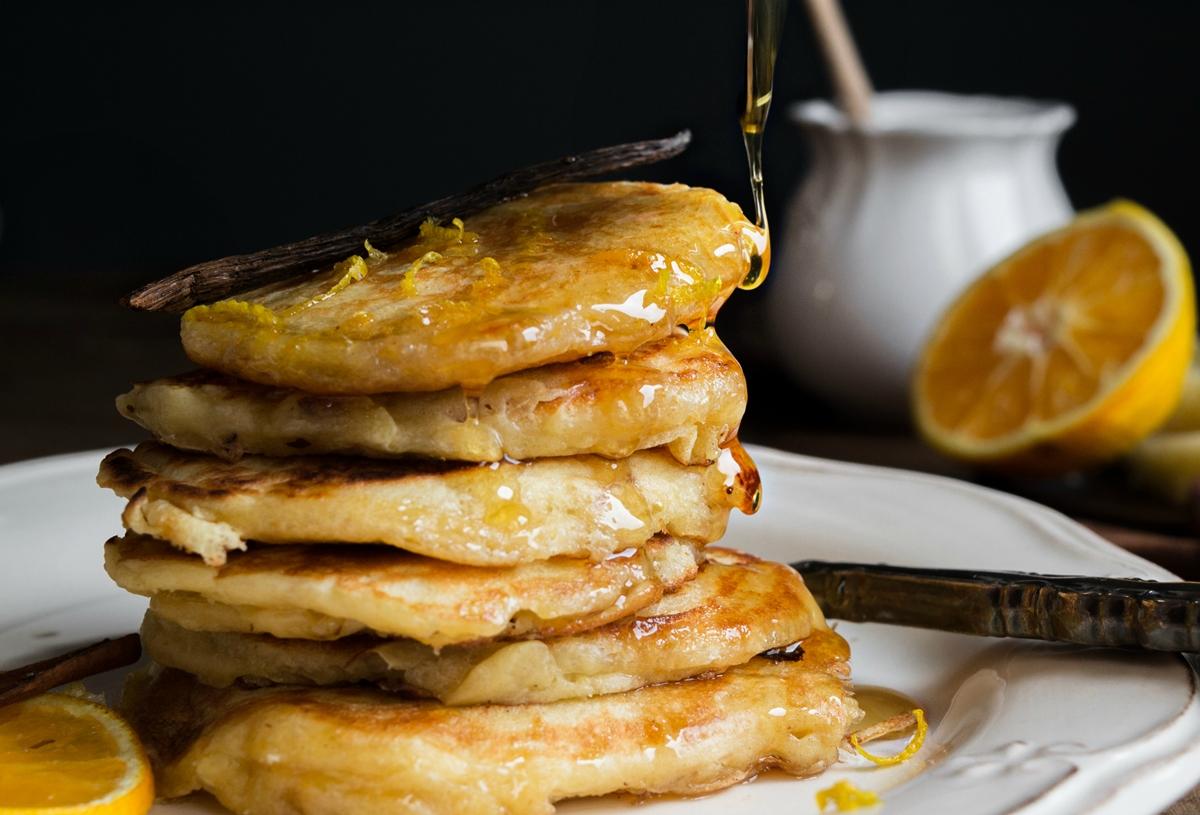 Τηγανίτες-pancakes με γραβιέρα light πορτοκάλι και μέλι