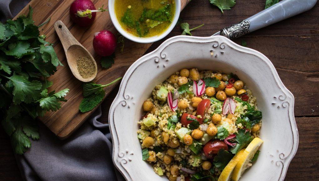 Σαλάτα Ταμπουλέ με Πικάντικα Ρεβύθια