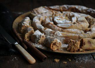 Συνταγή για γλυκιά στριφτή ταχινόπιτα