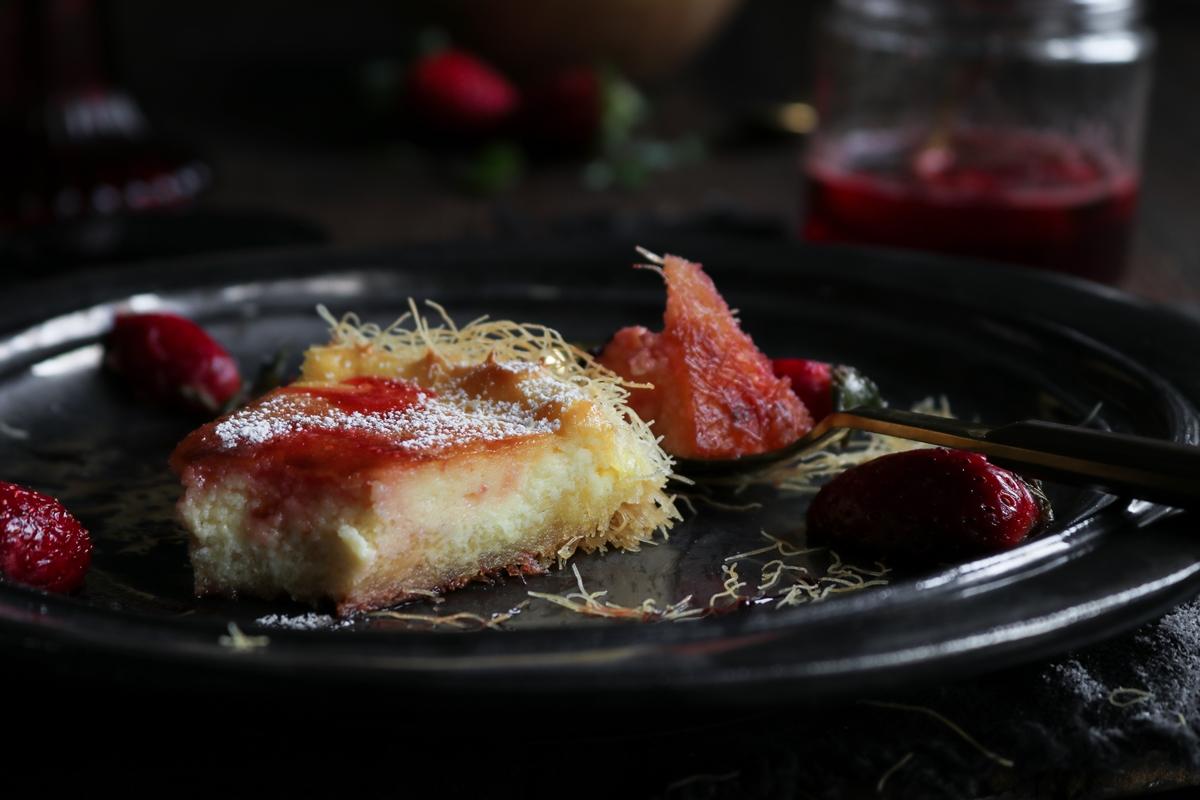 Κομμάτι Τσιζ κέικ με Φράουλες
