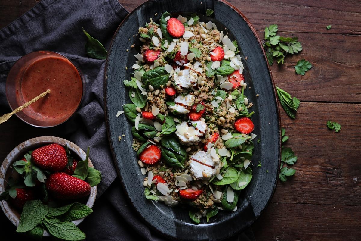 Ταμπουλέ με Φράουλες και Κατσικίσιο Τυρί