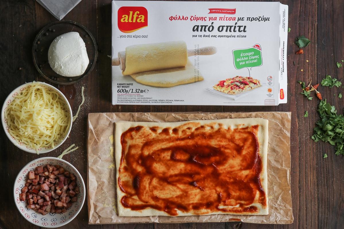 Πίτσα Χαβάη με Ανανά και Σπιτική Σάλτσα Bbq
