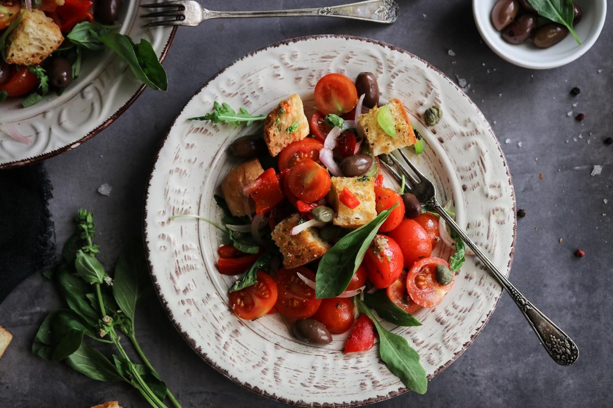 Σαλάτα με Τοματίνια και Dressing Αντζούγια Συνταγή