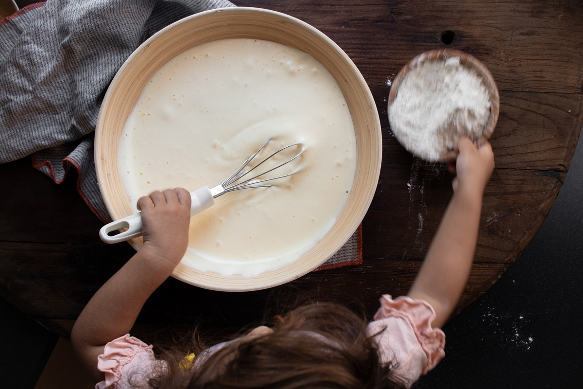 Συνταγή για Κέικ με Ζεστό Γάλα