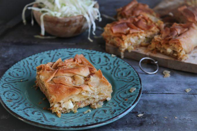 Σαρακατσάνικη Πίτα με Λάχανο και Φέτα