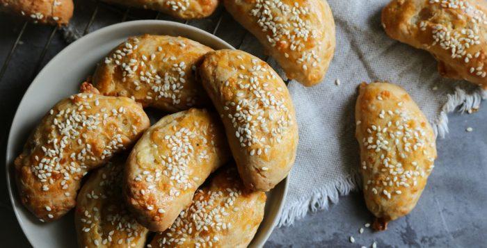 Τυροπιτάκια με Γιαούρτι και Τυρί Gouda