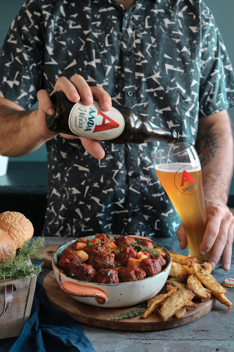 Κεφτεδάκια Φούρνου σε Σάλτσα Ντομάτας Γεμιστά με Ταλαγάνι