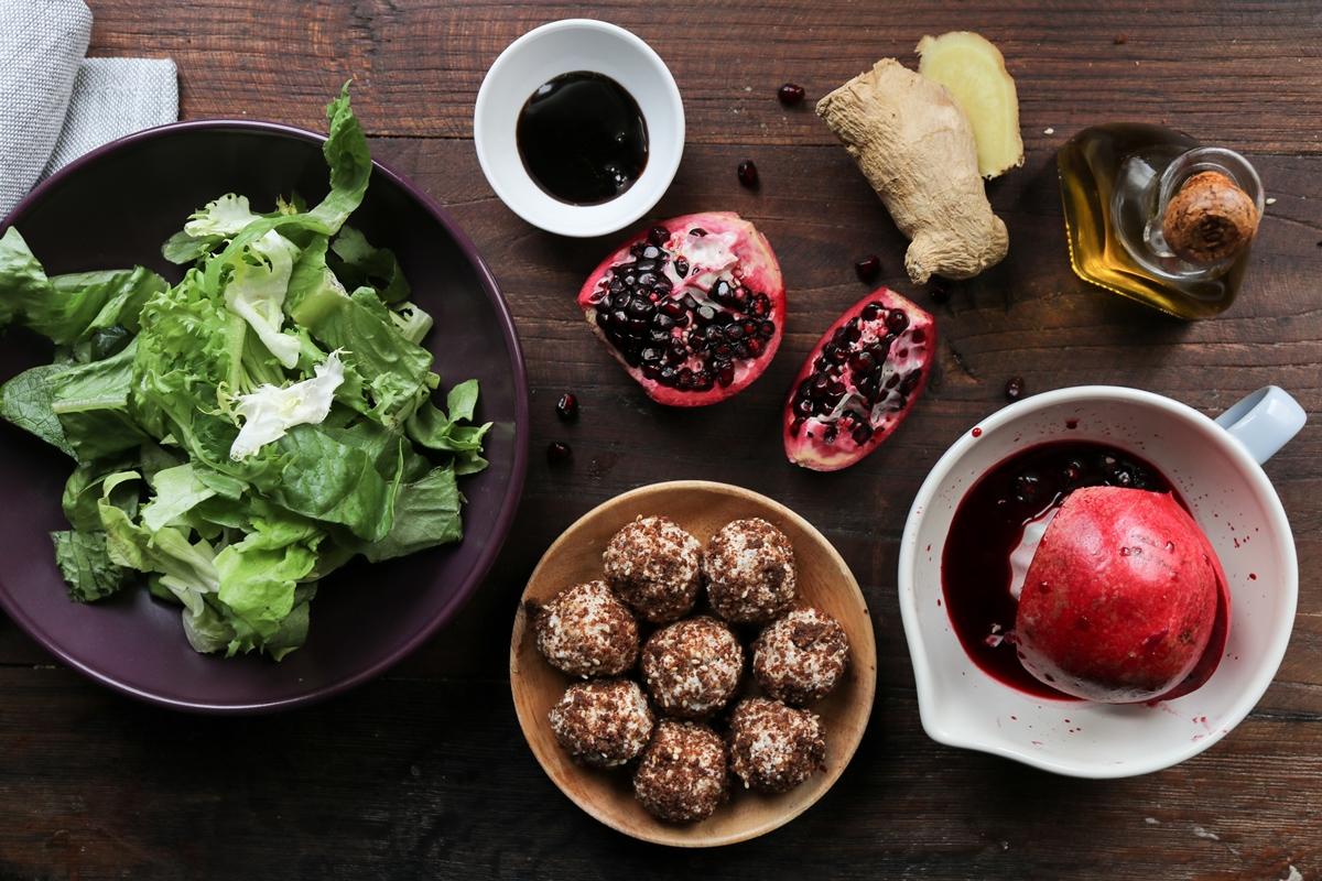 Υλικά για Σαλάτα Μαρούλια, Ρόδι, Τυρί