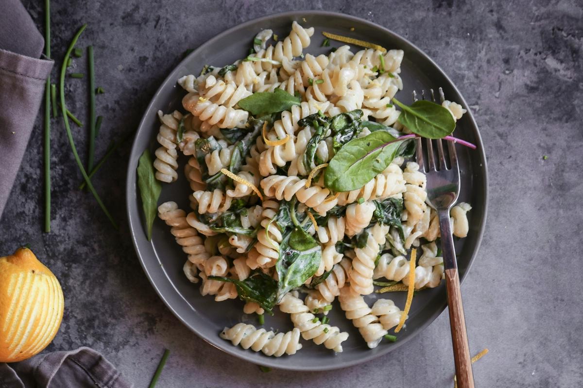 Εύκολες Συνταγές για Ζυμαρικά Βίδες με Τυρί και Λεμόνι