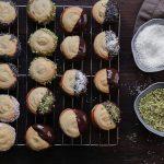 Συνταγές για Πτι Φουρ με Καρύδα και Φυστίκι Αιγίνης