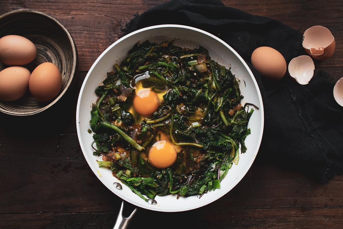 Τσιγαριαστά Χόρτα Συνταγές με Αυγά