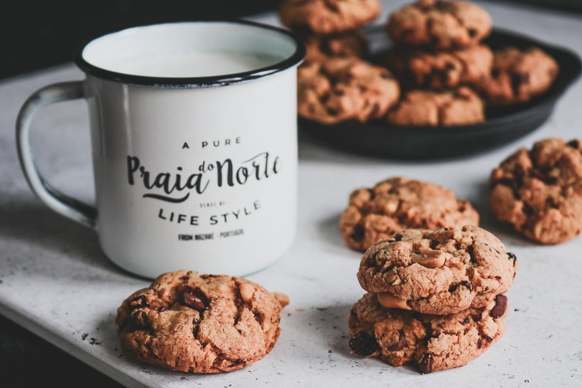 Μπισκότα με Σοκολάτα, Σταφίδες και Ξηρούς Καρπούς