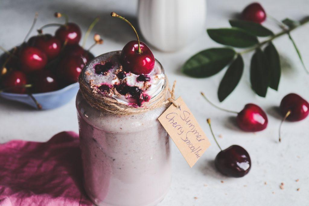 Συνταγές για smoothie κεράσι-βατόμουρο