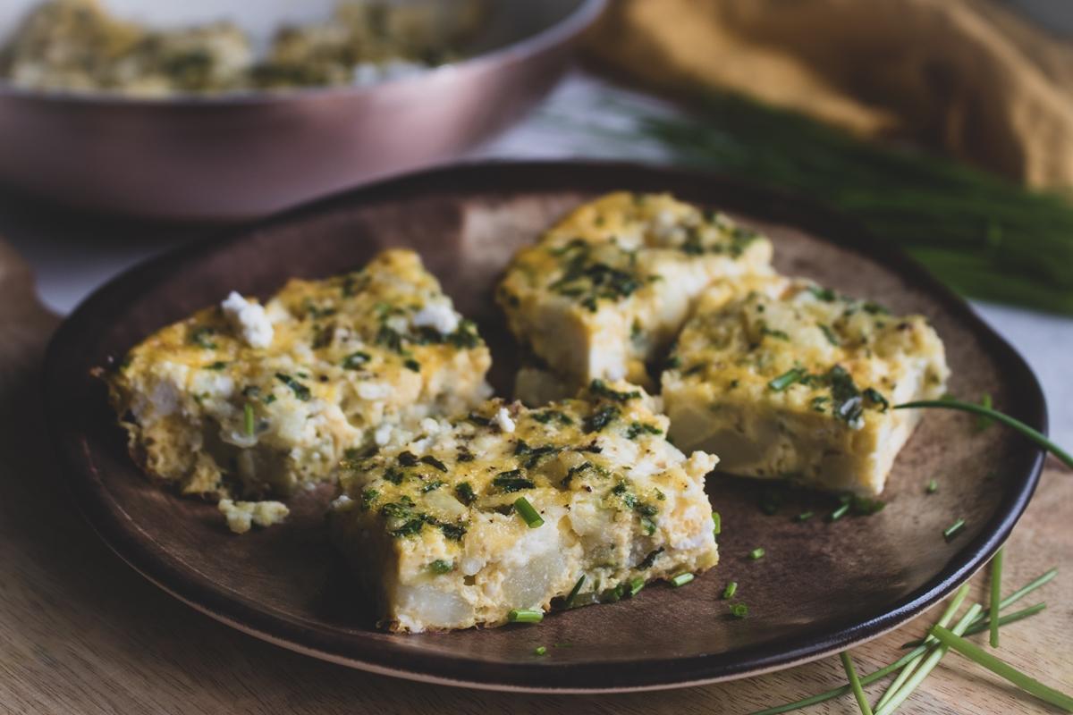 Σφουγγάτο στο φούρνο με κολοκυθάκια, πατάτες και ανθότυρο