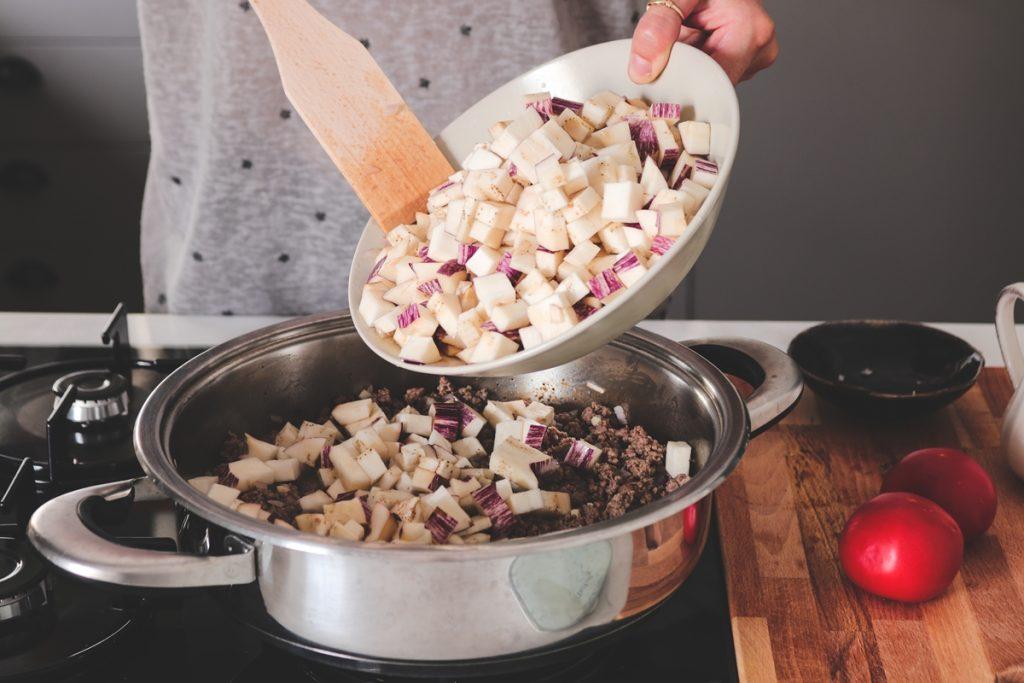 Συνταγές για μελιτζάνες με κιμά, μουσακάς