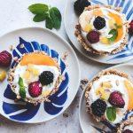 Ταρτάκια από βρώμη με γιαούρτι και φρούτα