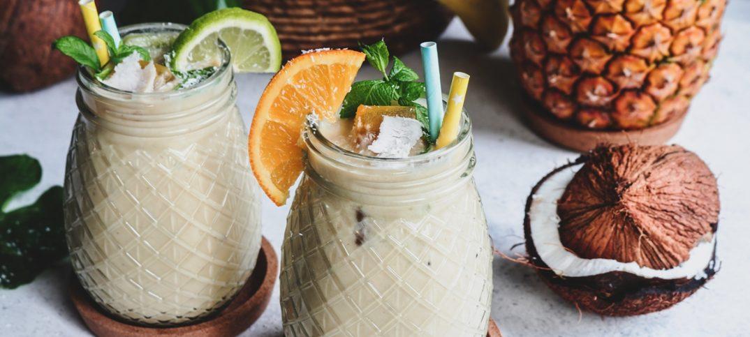 Τροπικό smoothie με ροδάκινα, ανανά και μάνγκο