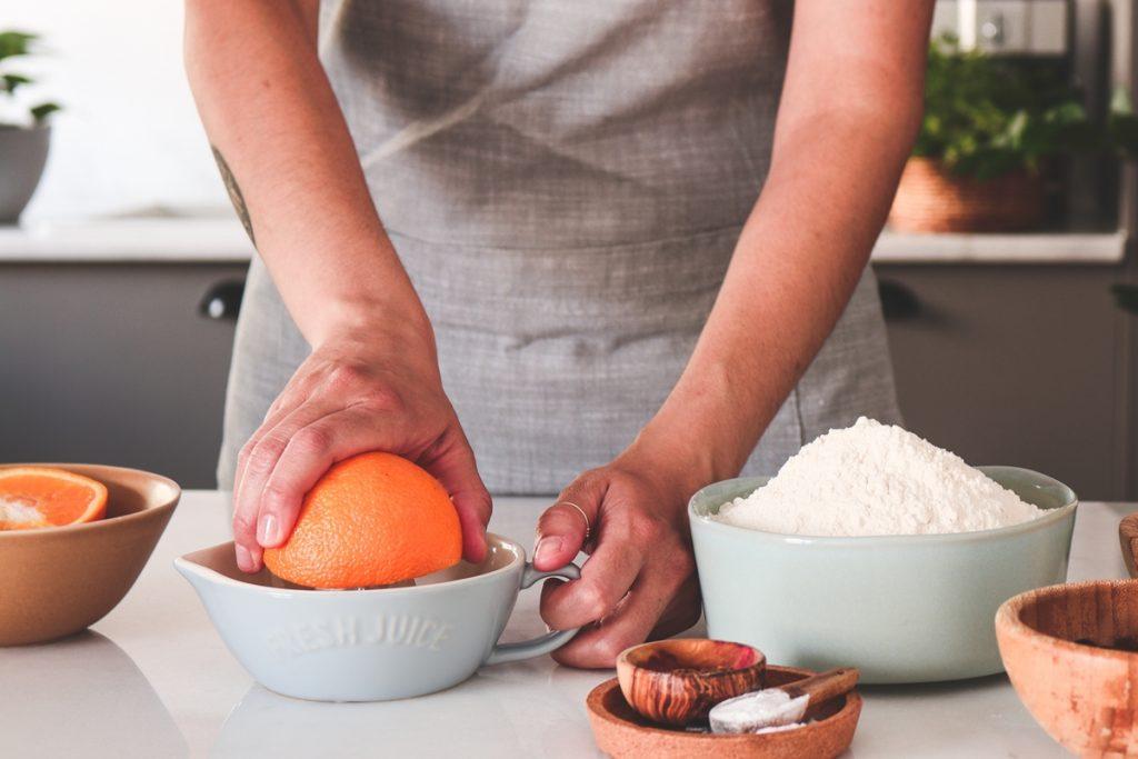 Συνταγές για νηστίσιμο κέικ με πορτοκάλι