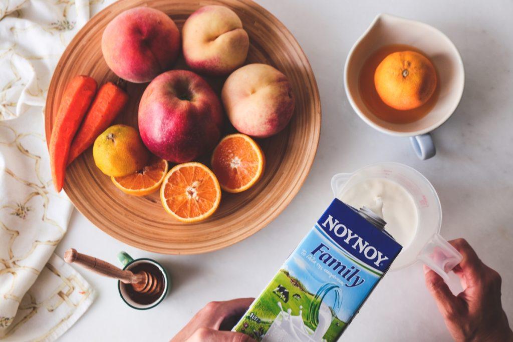 Συνταγές για smoothie με ροδάκινα, μέλι και μήλα
