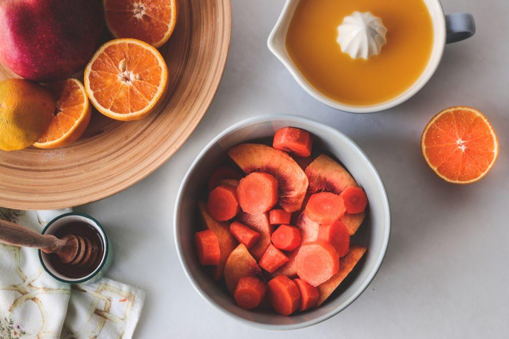Smoothie με μέλι, πορτοκάλι, καρότα και μήλα