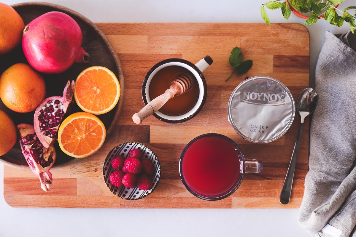 Smoothie με πορτοκάλι, ρόδι και βατόμουρα