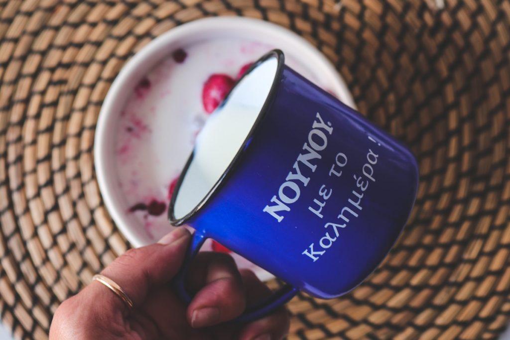 Γάλα Νουνού Συνταγές για Πρωινό και κόκκινα φρούτα