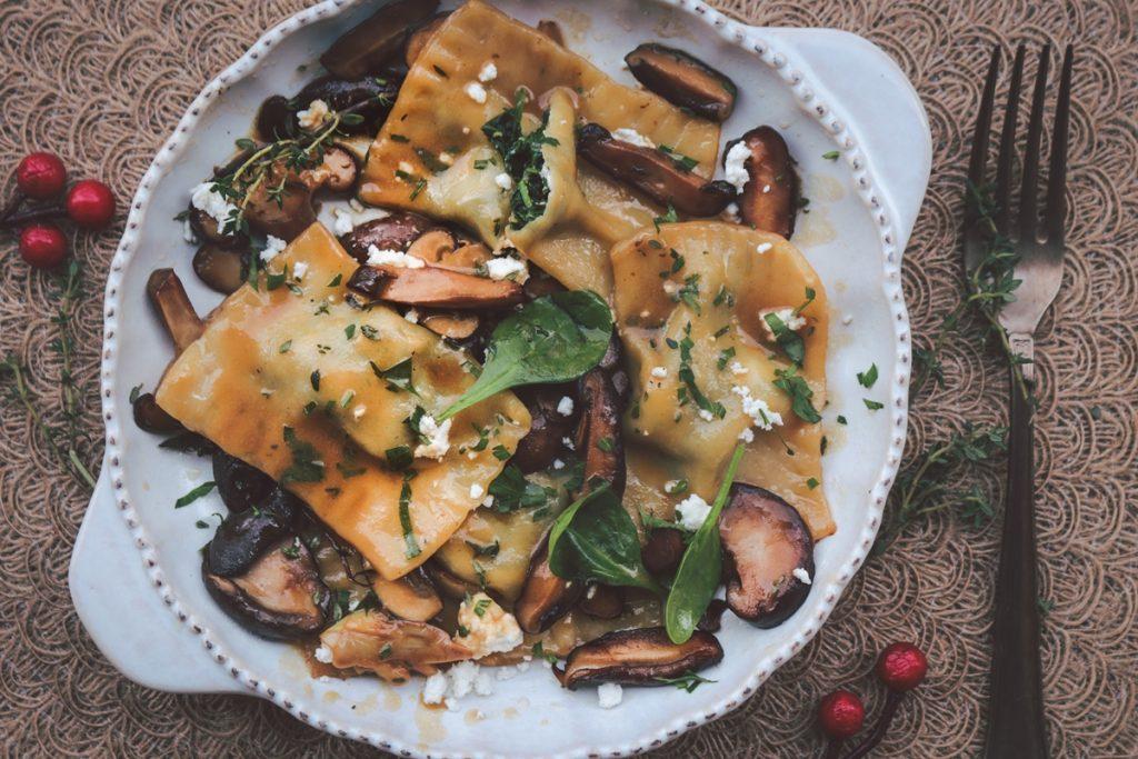Ραβιόλια με σπανάκι, ρικότα και σιτάκε συνταγή