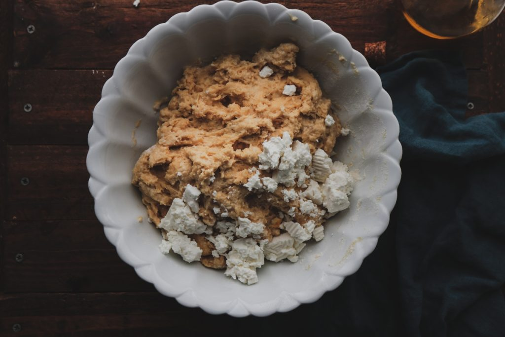 Συνταγή για ζύμη για τυρόψωμο με φέτα