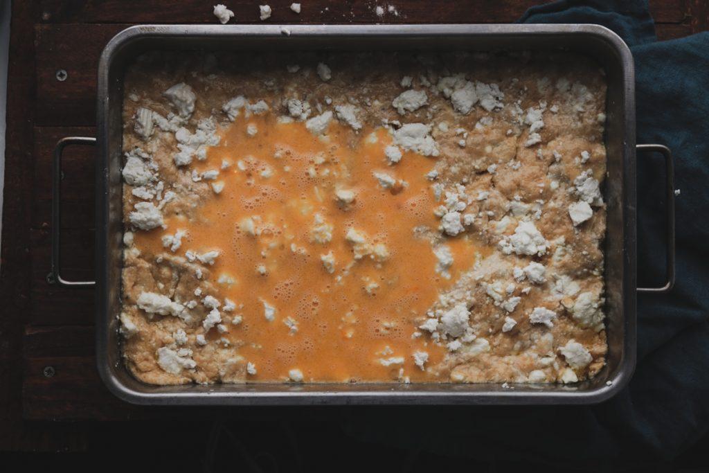 Συνταγή για εύκολο τυρόψωμο με λάδι και φέτα