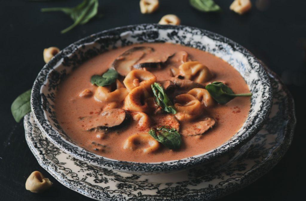 Σούπα με τορτελίνια και μανιτάρια