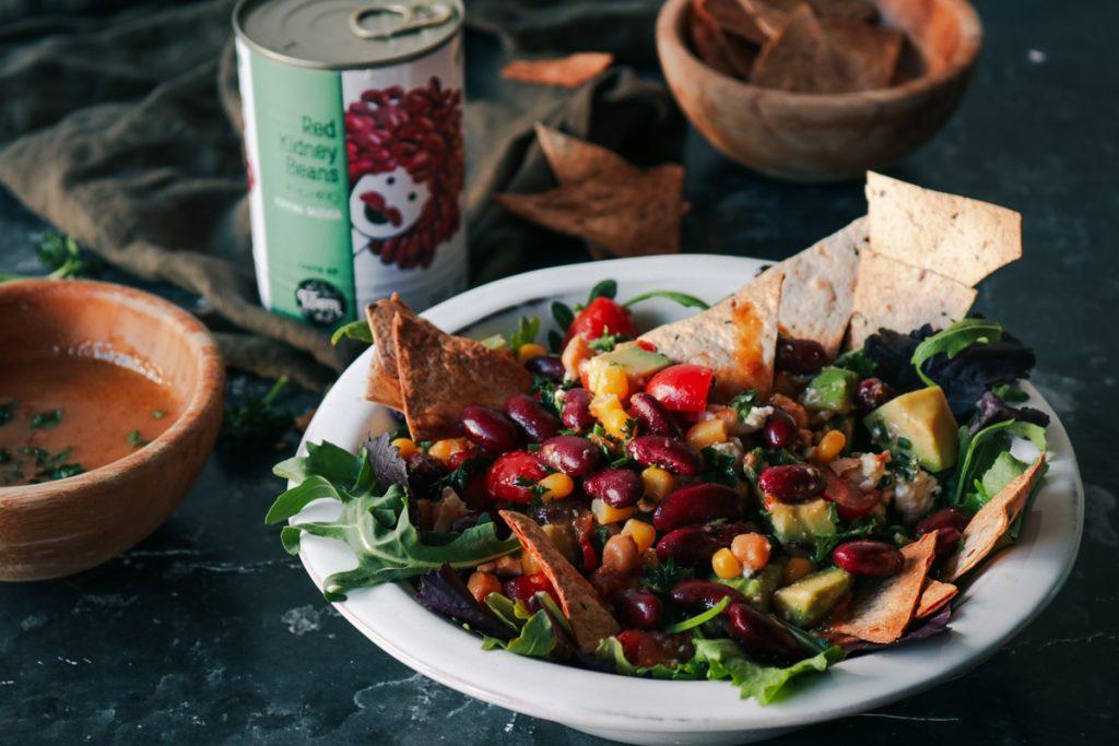 Μεξικάνικη σαλάτα με αβοκάντο για την Τσικνοπέμπτη