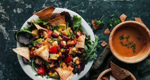 Σαλάτα με κόκκινα φασόλια και λιαστή ντομάτα