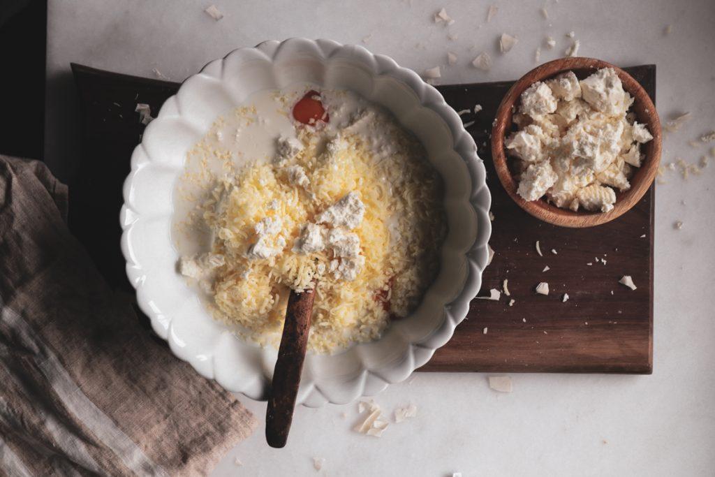 Συνταγές για τυρόπιτα με φέτα και κεφαλογραβιέρα