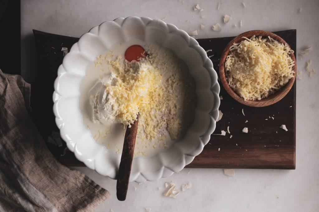 Συνταγές για τυρόπιτα με κεφαλογραβιέρα και φέτα