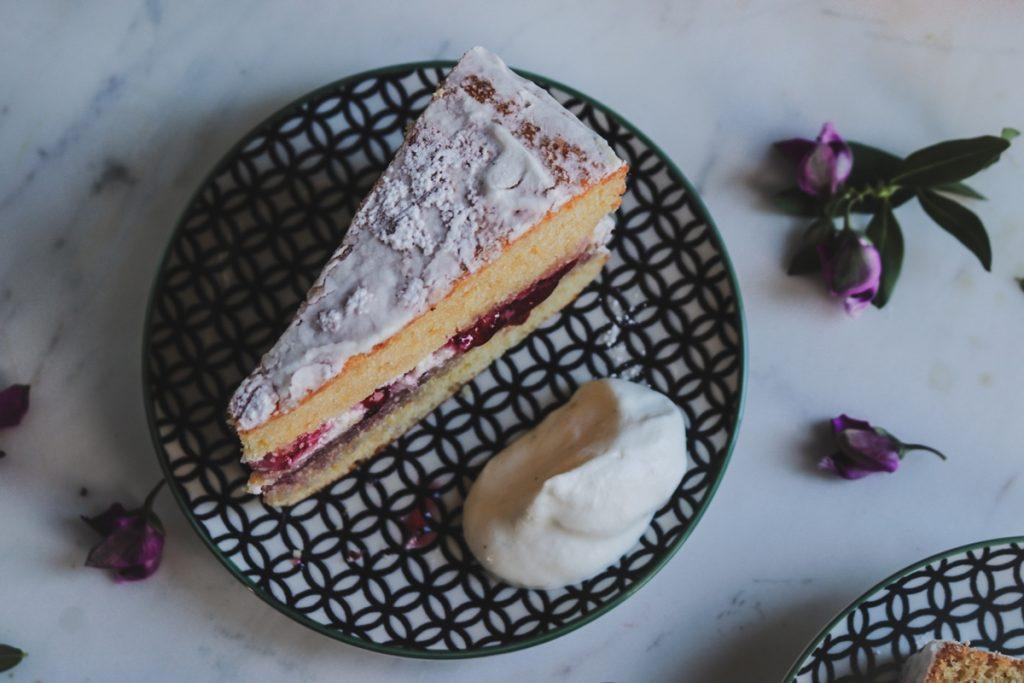 Βικτώρια Sponge cake με σαντιγί