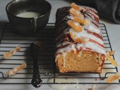 Κέικ λεμόνι με ξινόγαλο και γλάσο λεμονιού