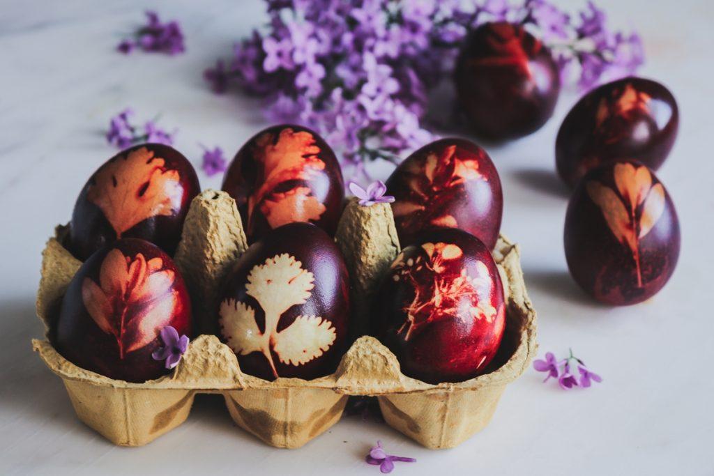 Πασχαλινά αυγά με φύλλα από κρεμμύδια_Φυτική βαφή